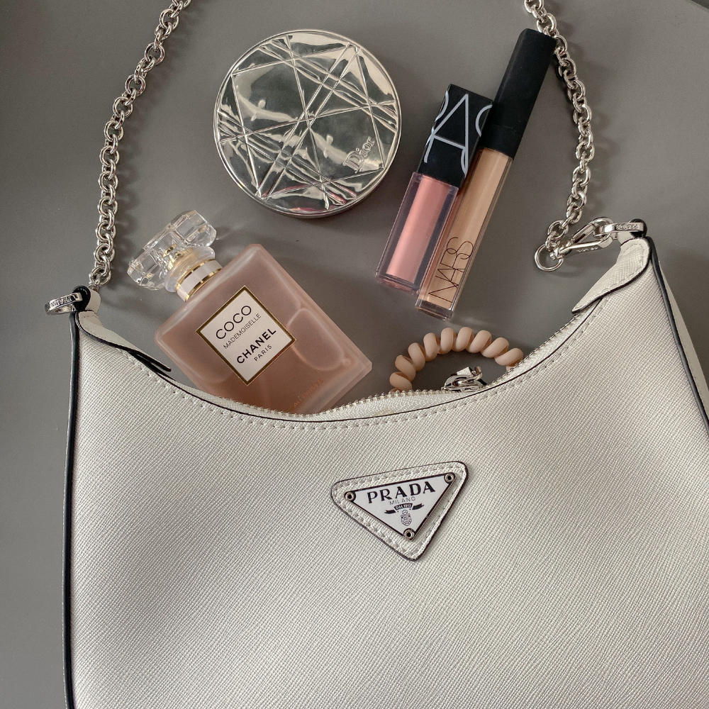 what-to-keep-in-a-handbag