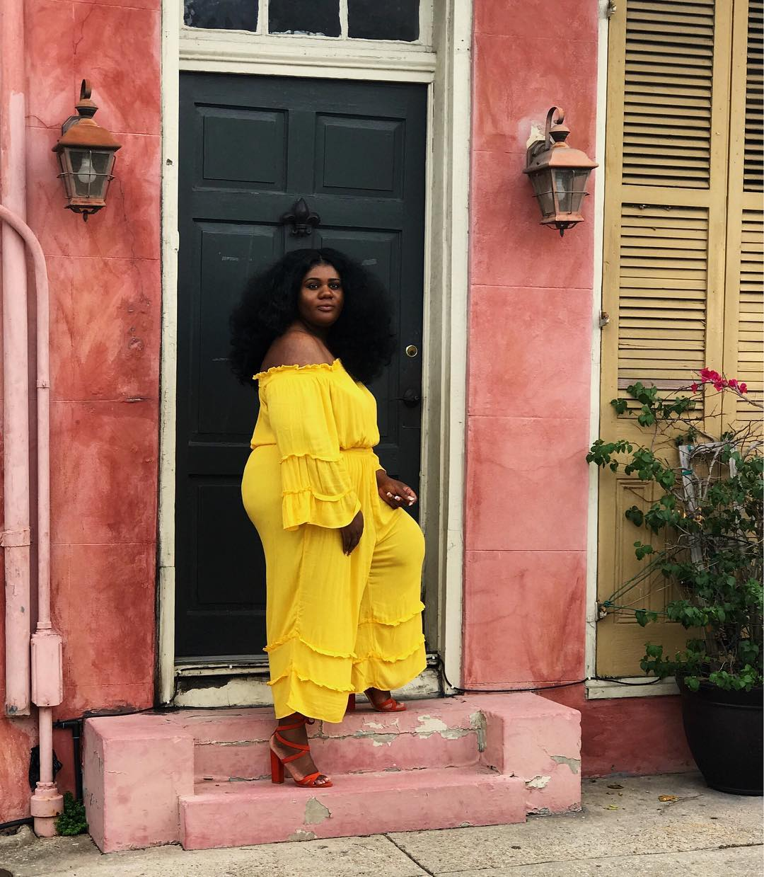 curvy-side-life-look-flattering-outfit-inspiration-stylish-curvy-woman
