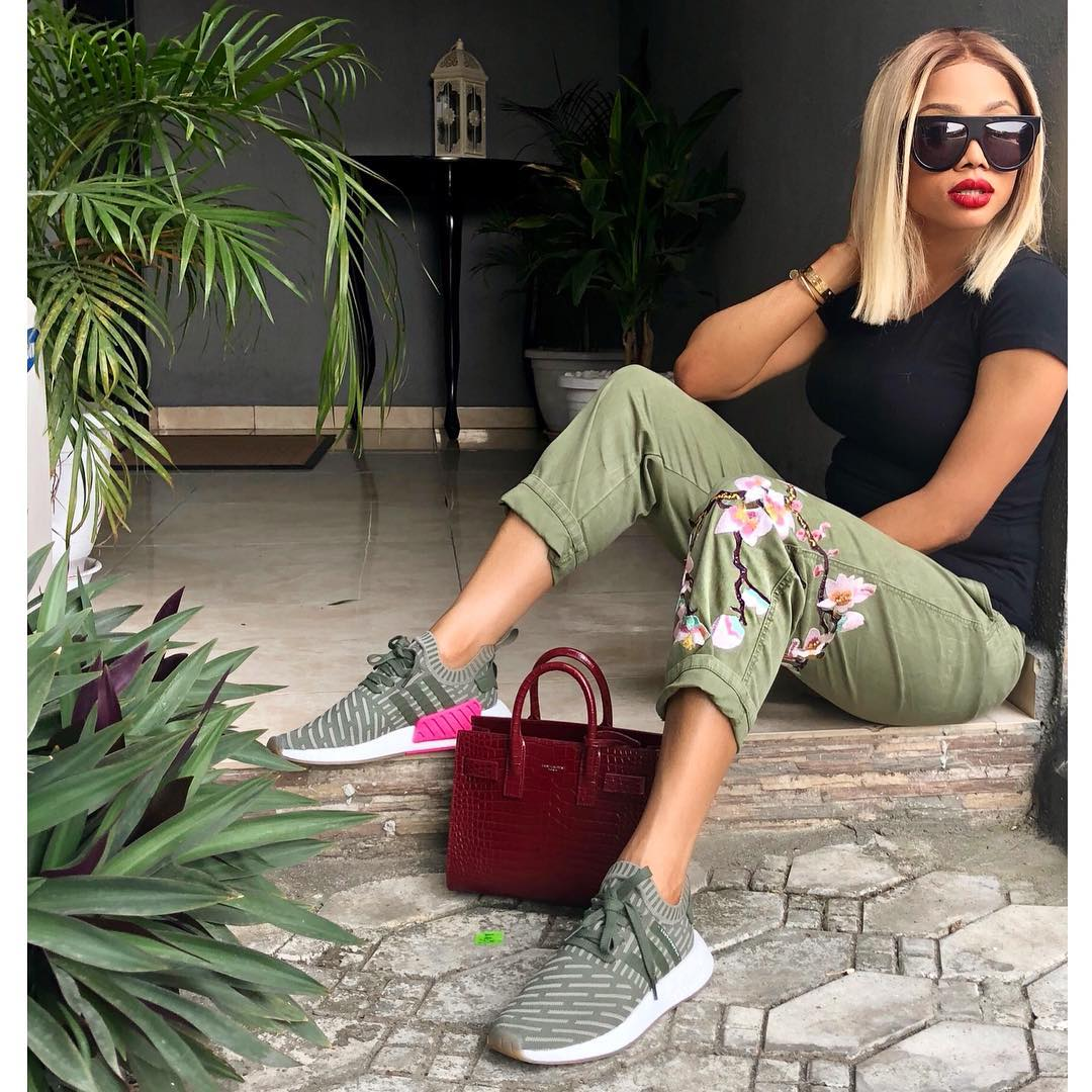 toke-makinwa-proves-shes-true-shade-queen-trendy-eyewear-collection