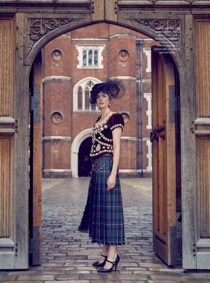 the-keys-to-the-kingdom-are-in-agyness-deyns-hands-as-she-poses-for-town-countrys-spring-2018-issue