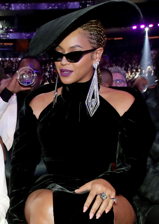 toke-makinwa-and-other-celebs-are-all-rocker-this-trending-cat-eye-sunglasses