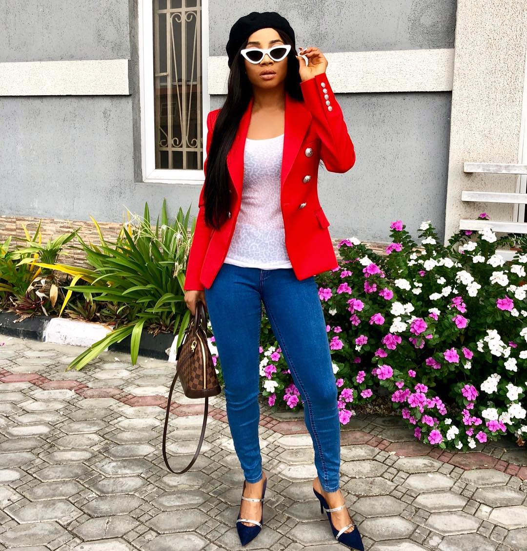 toke-makinwa-and-other-celebs-are-all-rocking-this-trending-cat-eye-sunglasses