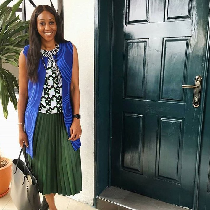 go-green-8-stunning-ways-veronica-odeka-style-pleated-green-skirt