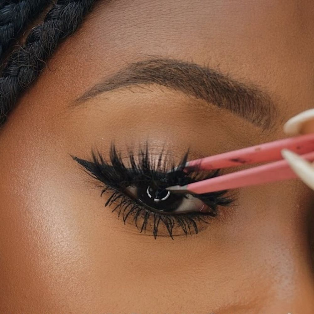 how-to-put-on-false-lashes