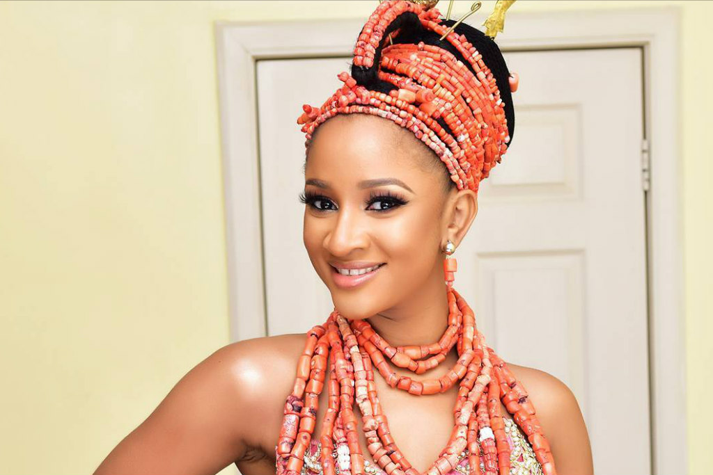 pantone-color-of-the-year-2019-adesua-etomi