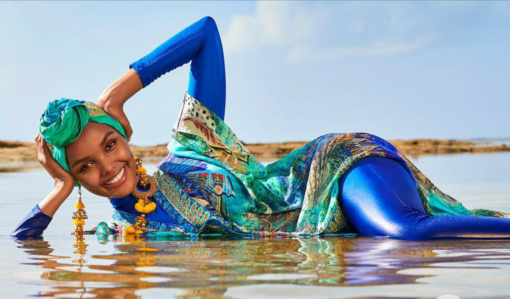 Halima Aden Halima Aden Traje de baño ilustrado deportivo