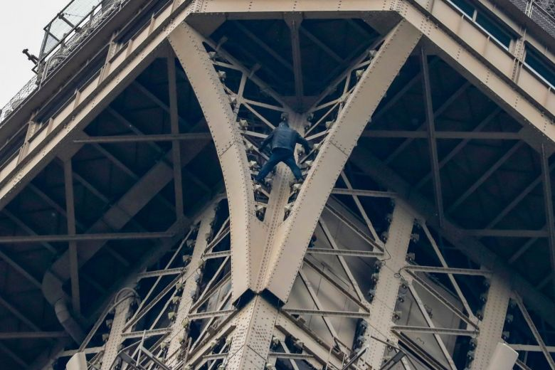 Eiffel tower climber