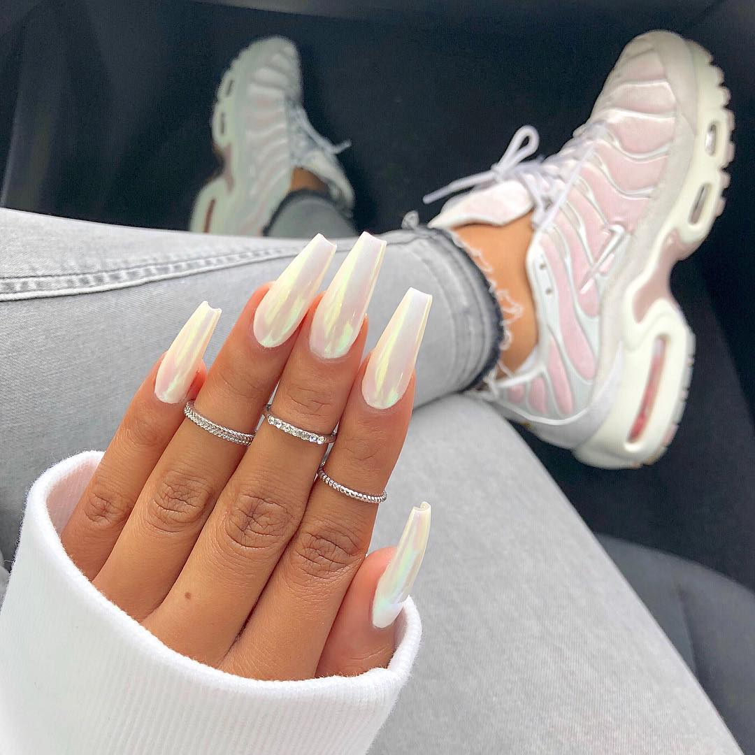 sherlina-nym-neon-white-nails-manicure