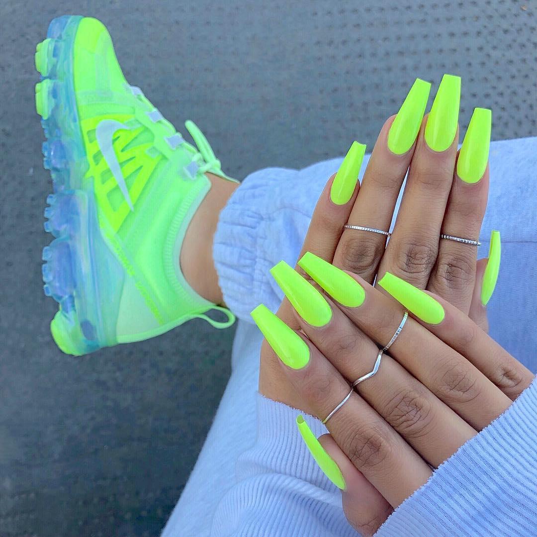 sherlinanym-neon-nail-manicure