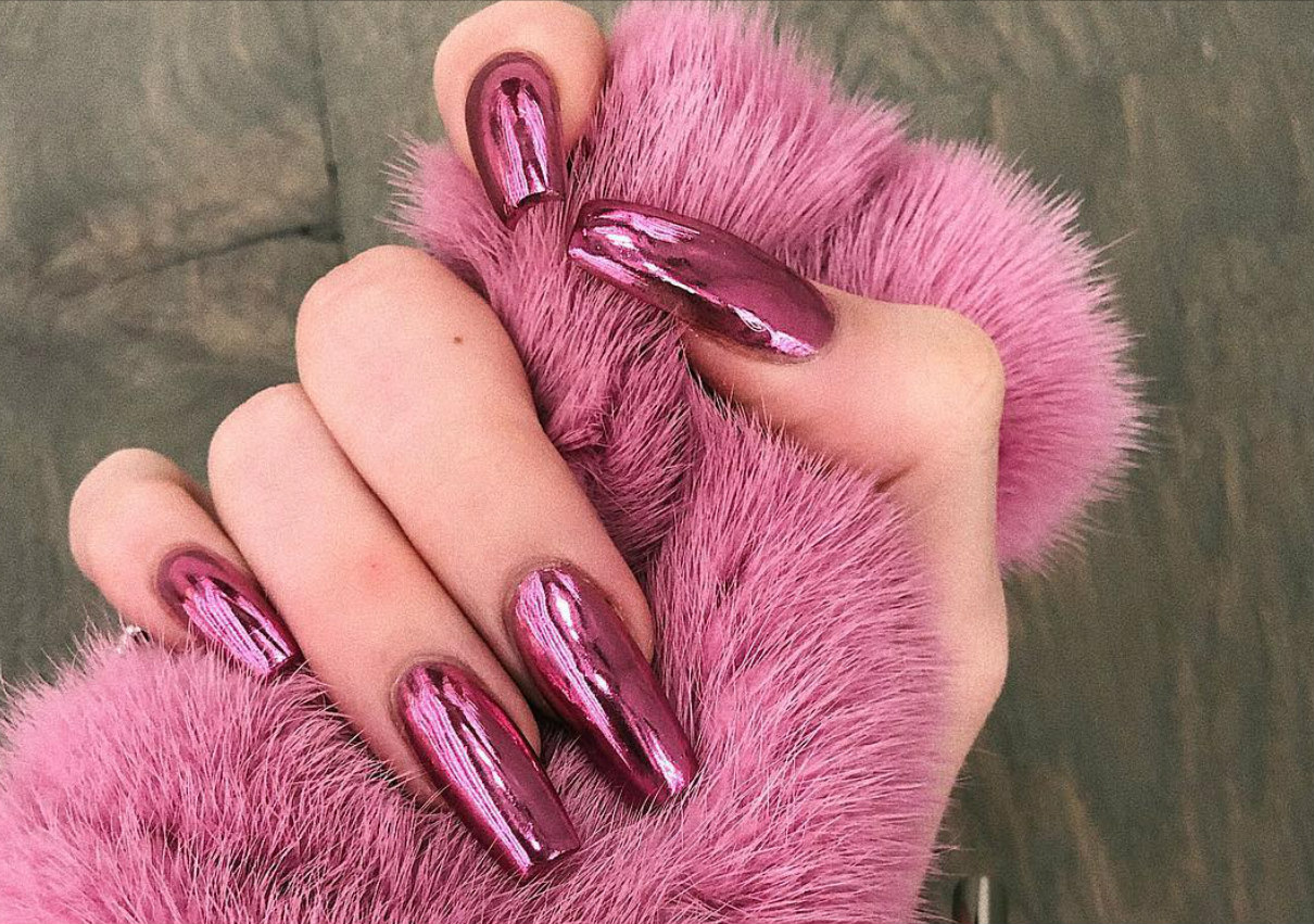 kylie-jenner-nails-pink-2019-shape-stars-ombre-shape-polish