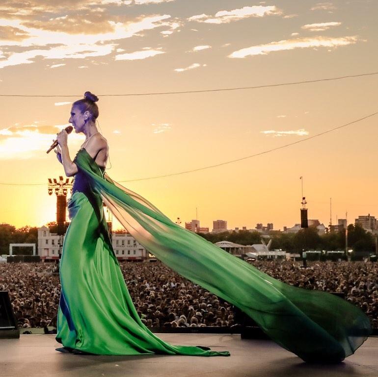 celine-dion-vivienne-westwood-emerald-green-dress-hyde-park