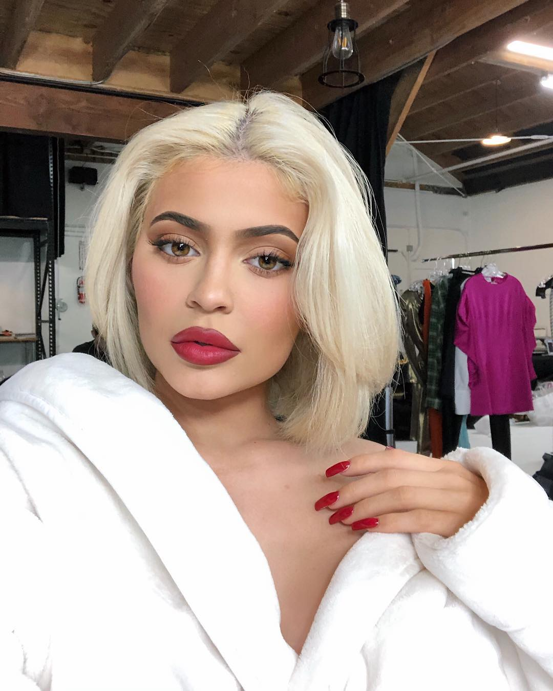 Best-red-nails-of-Kylie Style Rave