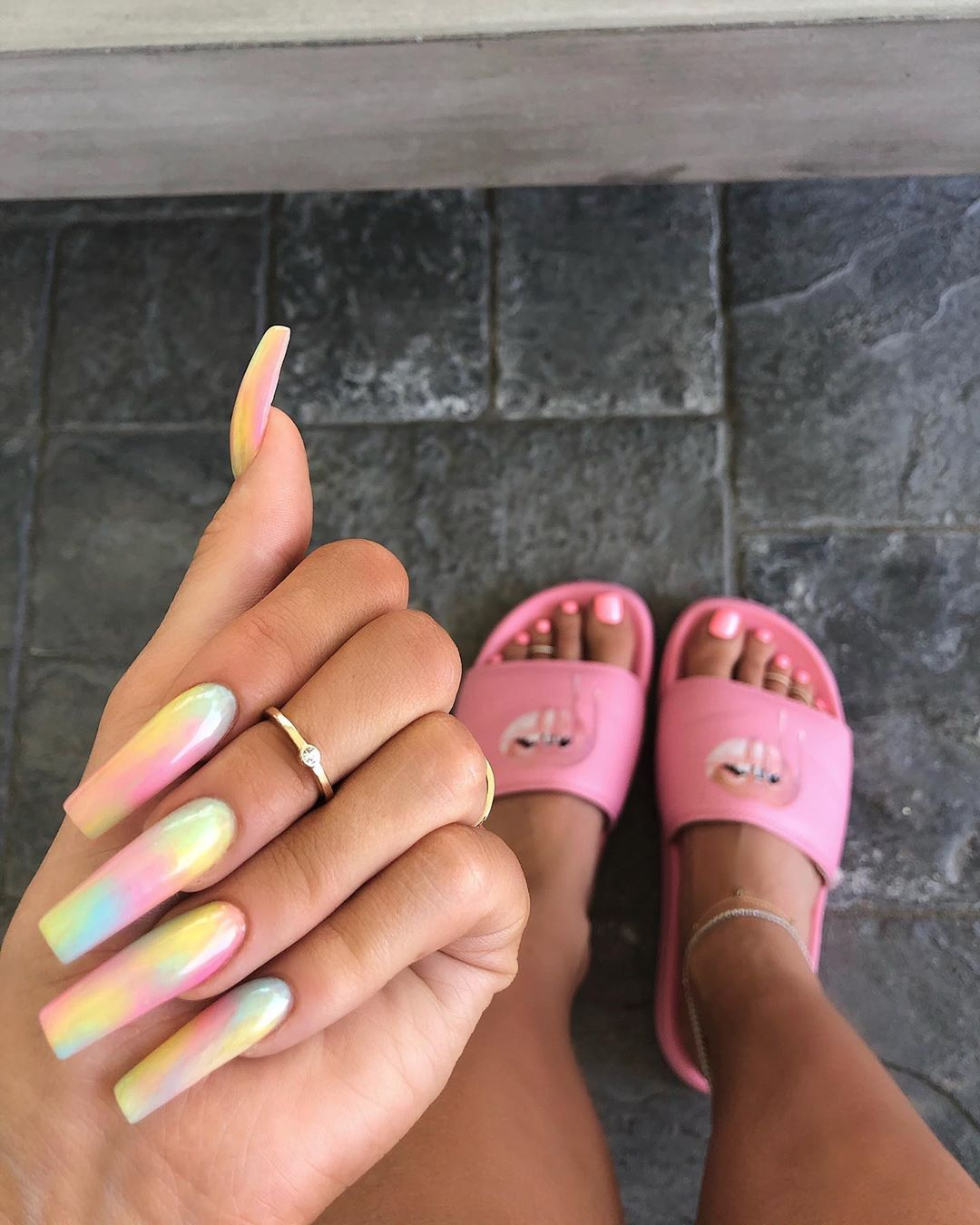 Latest-Tie-Dye-inspired-nails-of-Kylie Style Rave