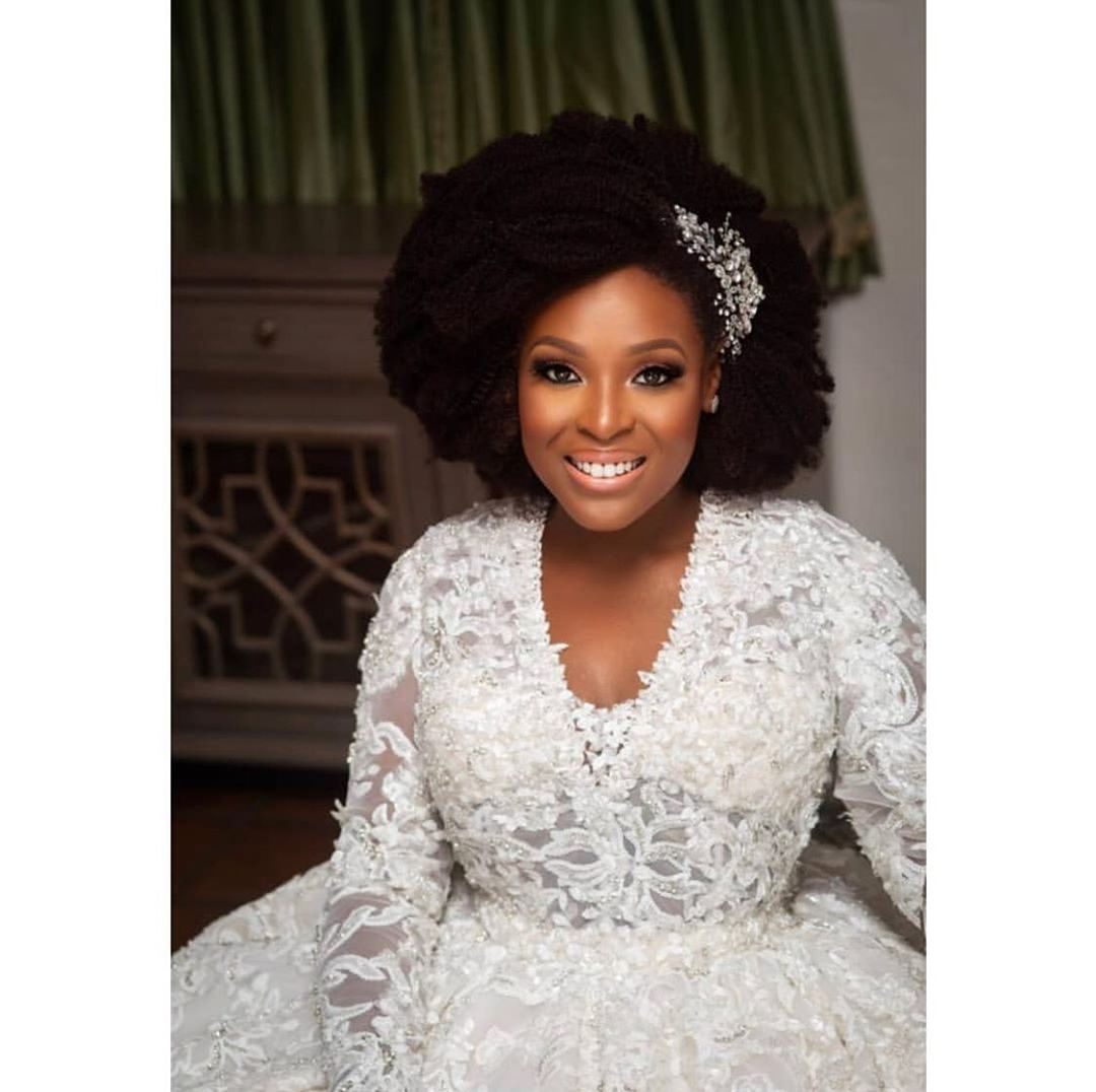 temidayo-abudu-white-wedding-style-rave-afro-hairstyle-bride