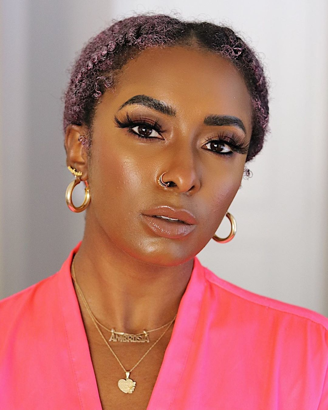 glowy-skin-and-nude-makeup-look-style-rave