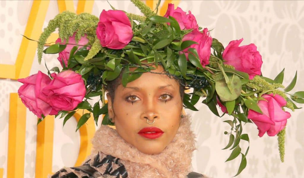 erykah-badu-looks-de-belleza-bet-black-girls-rock-2019-style-rave