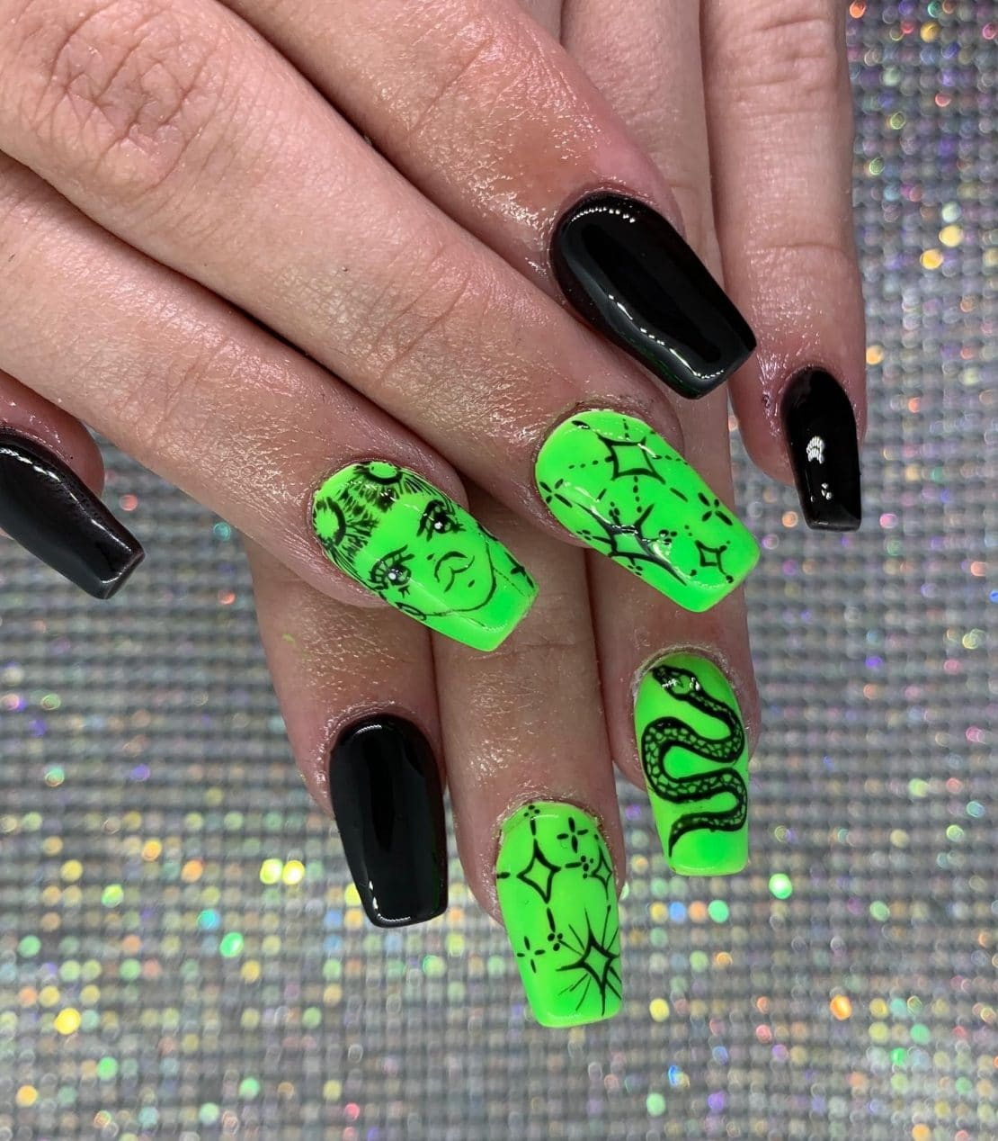 halloween-nails-ideas-acrylic-manicures