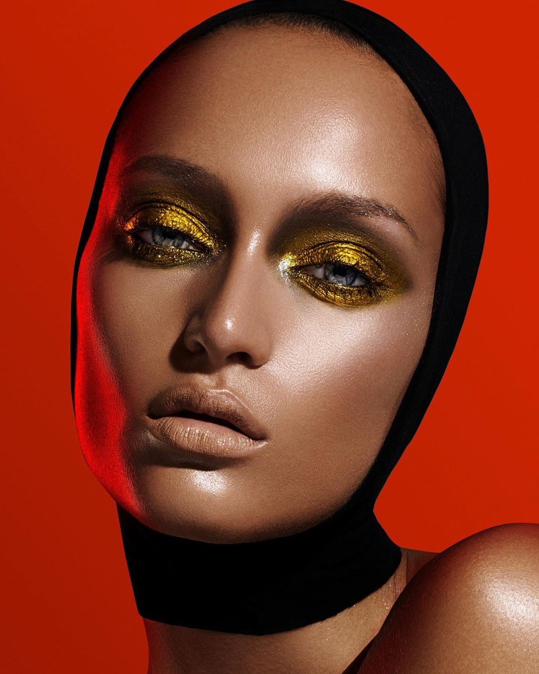 gold-eyeshadow-look-style-rave