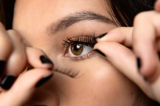 how-to-apply-magnetic-lashes-in-seconds-sr-beauty-hacks