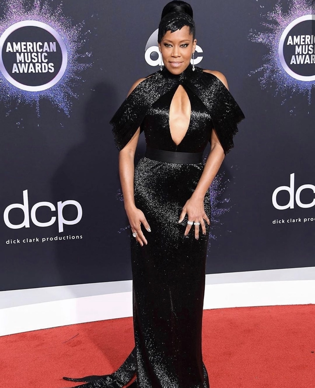 regina-king-ashi-studios-black-dress-amas-2019
