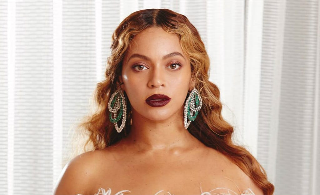 beyonce-gorgeous-face-beat-beauty-look-thanksgiving