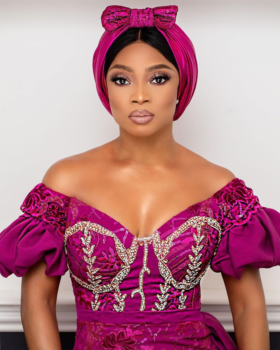 toke-makinwa-bold-face-beat-on-turban-style-rave