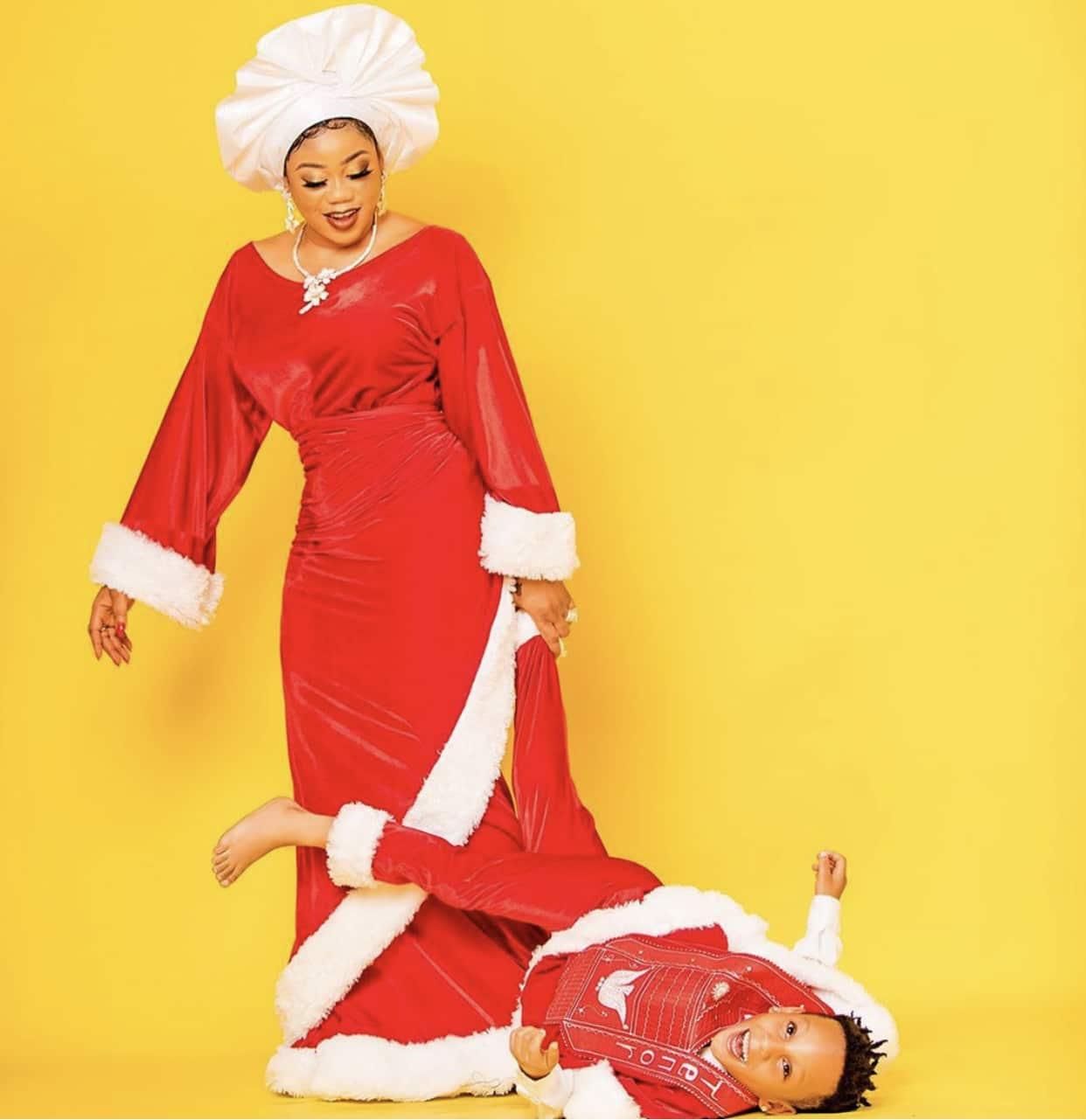 towin-lawani-christmas-shoot
