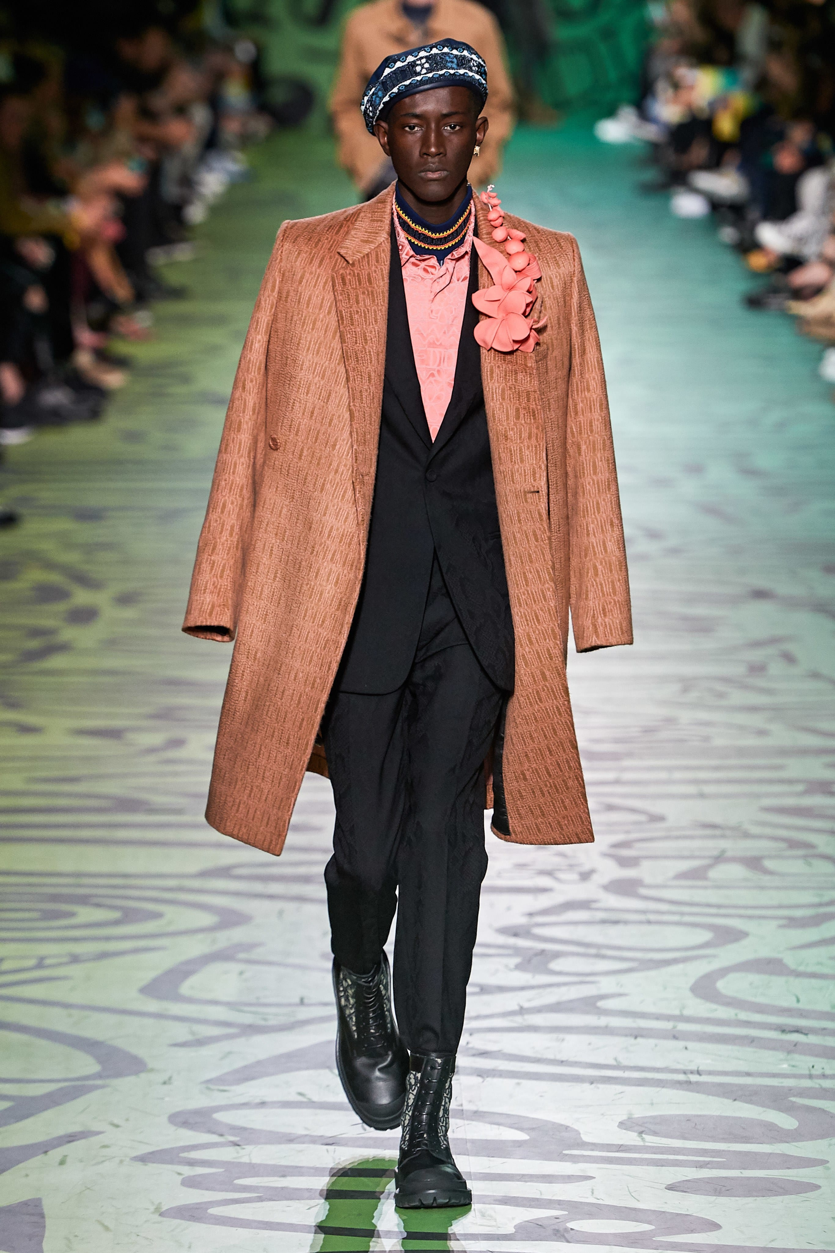 kim-jones-and-shawn-stussy-take-over-miami-with-dior-mens-fall-2020-collection