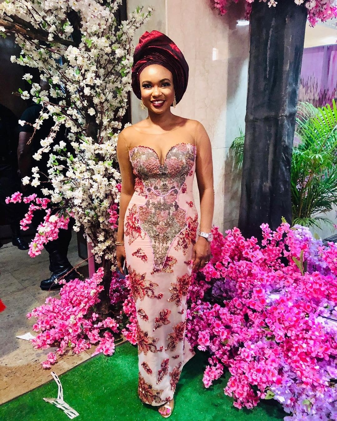 these-17-long-aso-ebi-gowns-are-sr-approved-this-wedding-season
