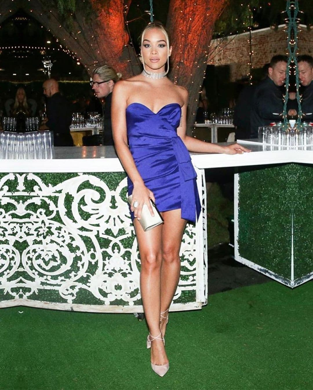 jasmine-sanders-how-to-wear-blue-with-style