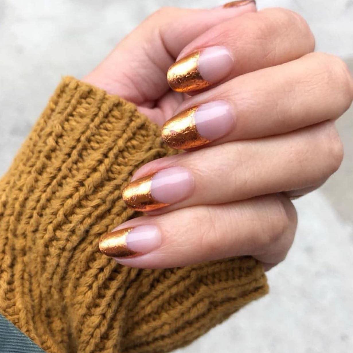 golden-arch-manicure-idea-style-rave