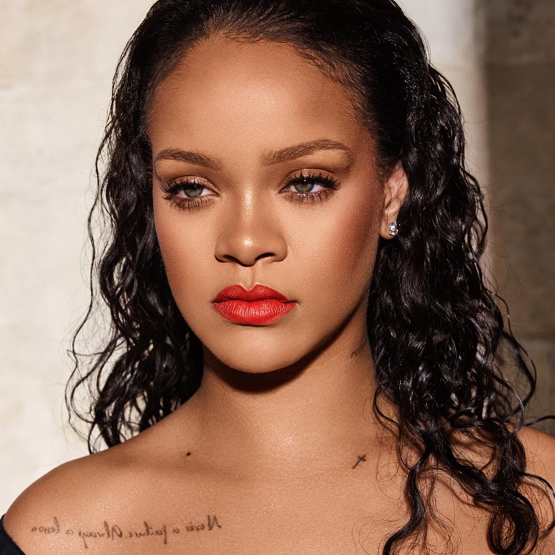 red-lipstick-for-valentine-day-style-rave-rihanna-make-hair-2020