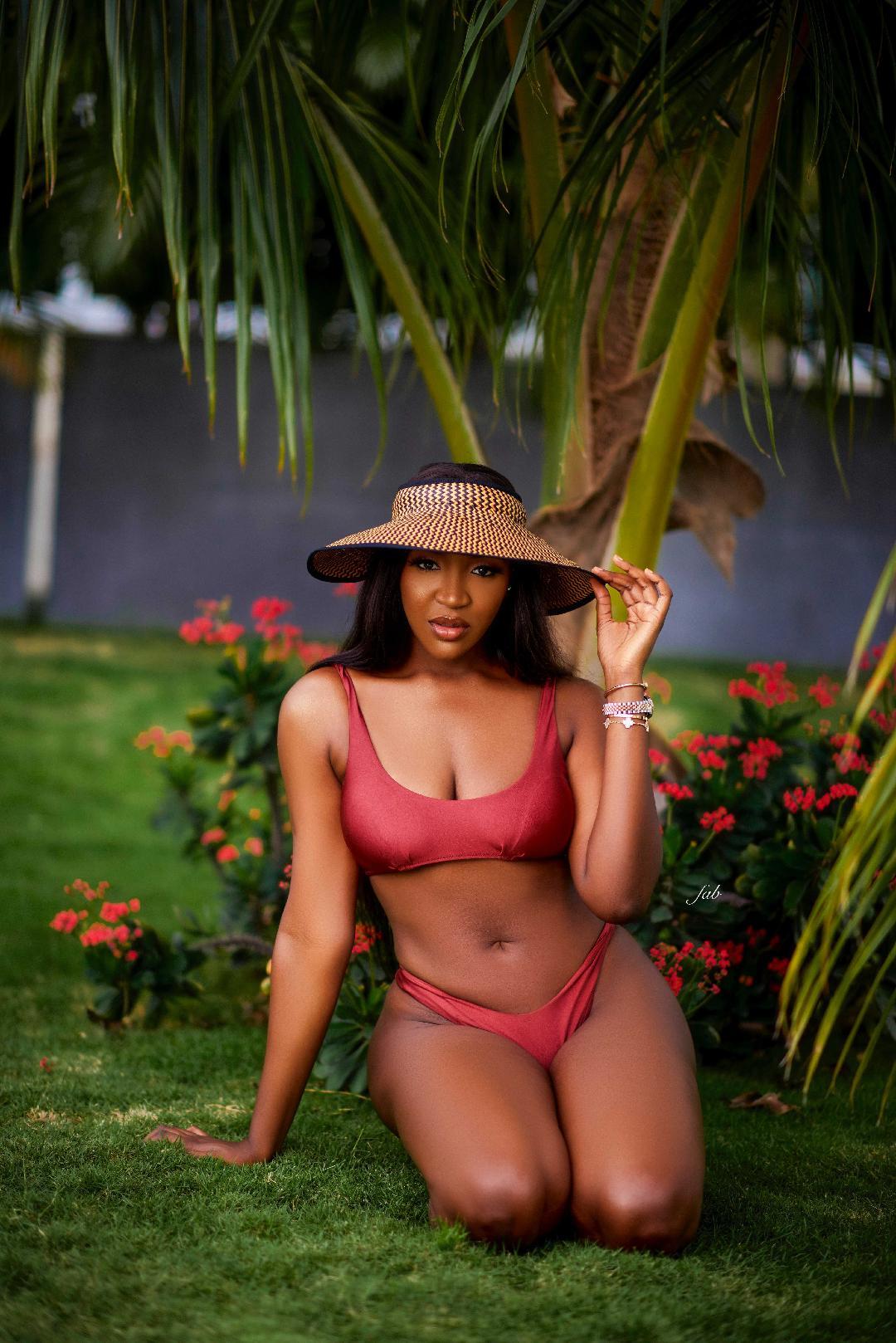 idia-aisien-bikini-shoot