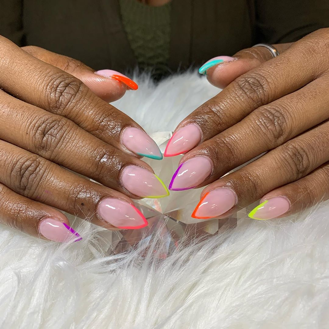 coloured-outline-nails-style-rave