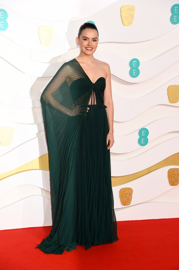 the-best-dressed-celebrities-at-the-2020-baftas-theravelist