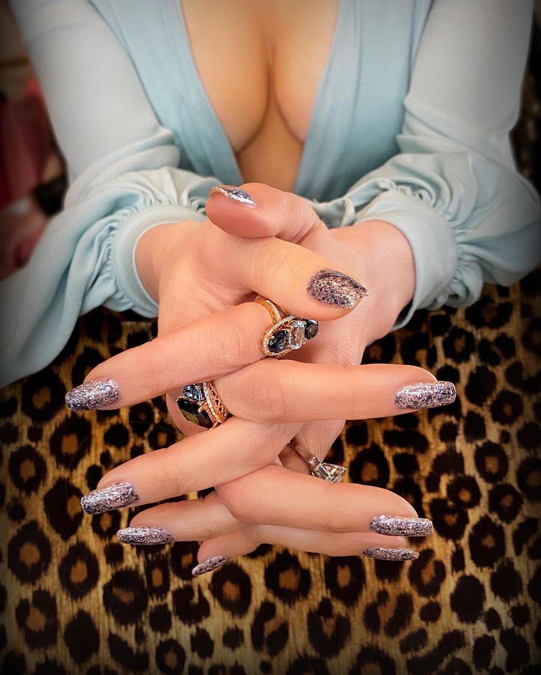 jennifer-lopez-glitter-nail-art-designs-style-rave