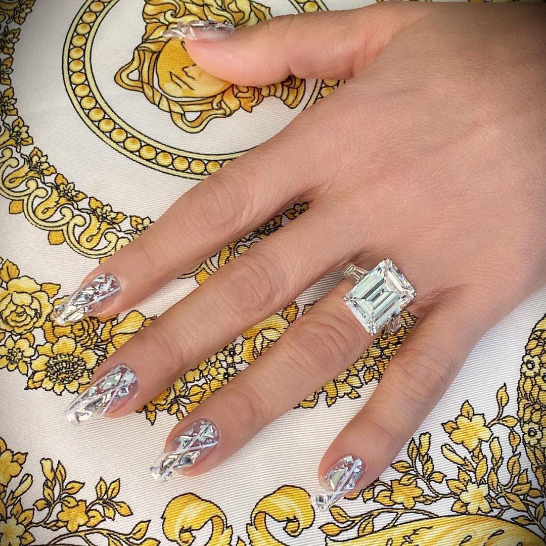 crystal-nail-art-style-rave