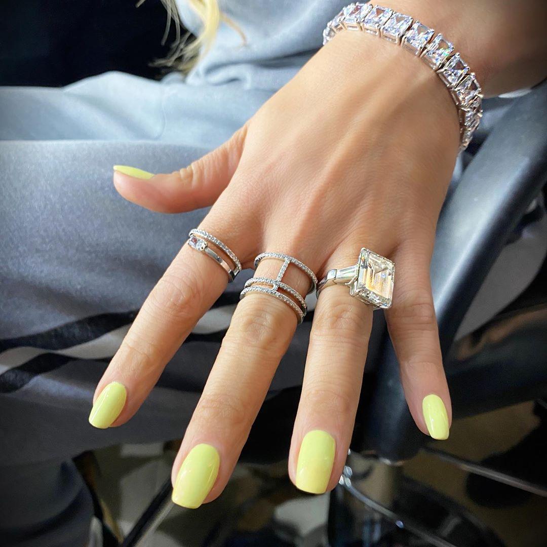 yellow-nail-colour-style-rave
