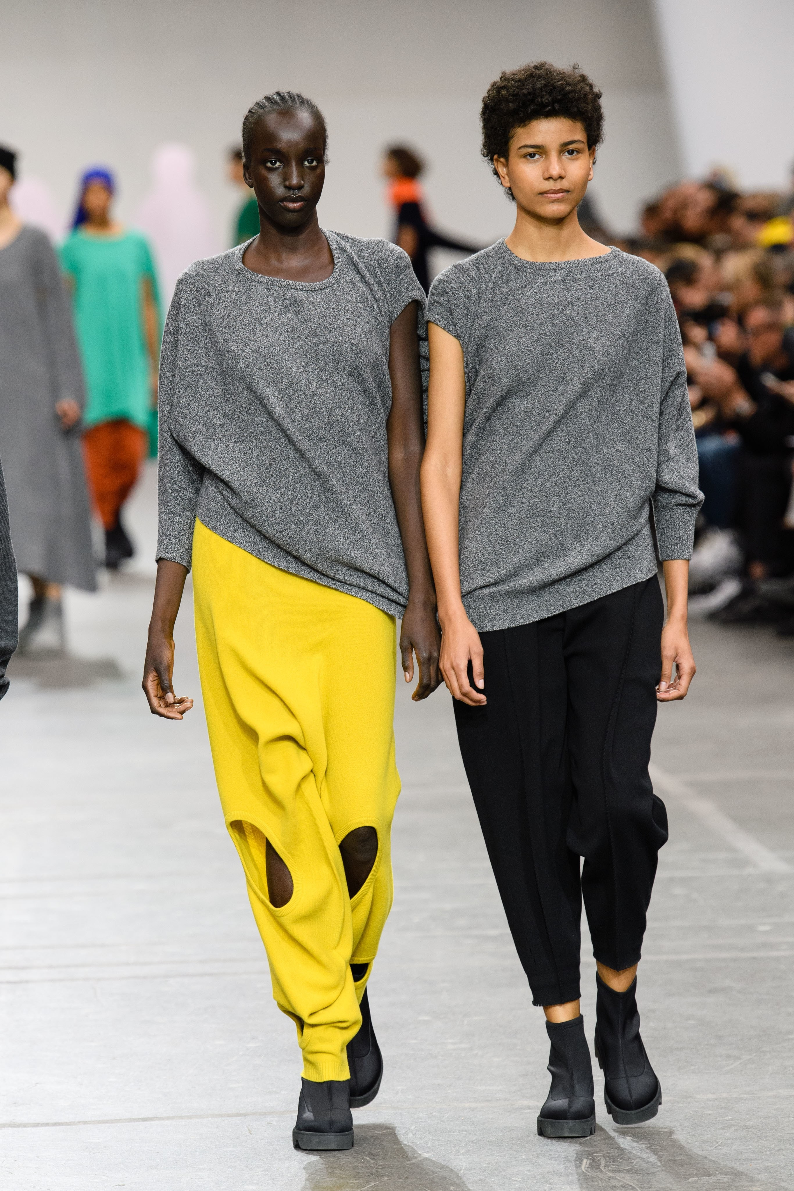 pfw-fw20-eyona-rave-ifanelekileyo zoyilo-evela-kwi-Runways-paris-fashion-veki-yewa-2020