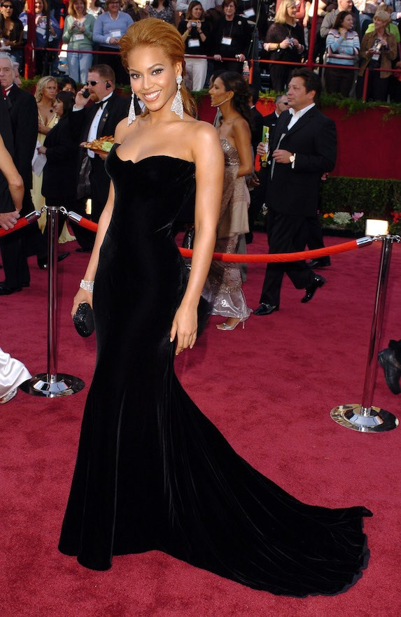 neyonce in atelier versace 77th academy awards