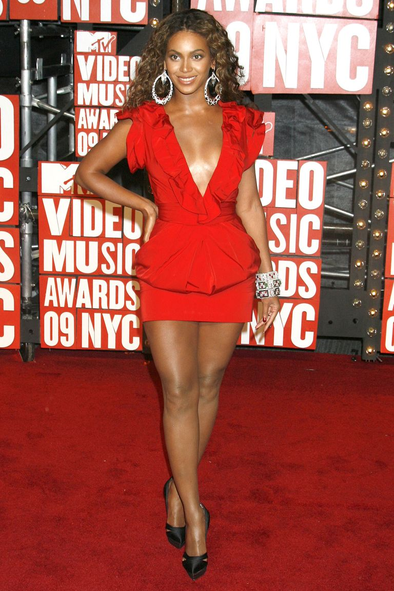 red mini outit mtv vmas 2009 the-evolution-of-beyonce's-style:-from-the-bootylicious-singer-to-the-homecoming-queen