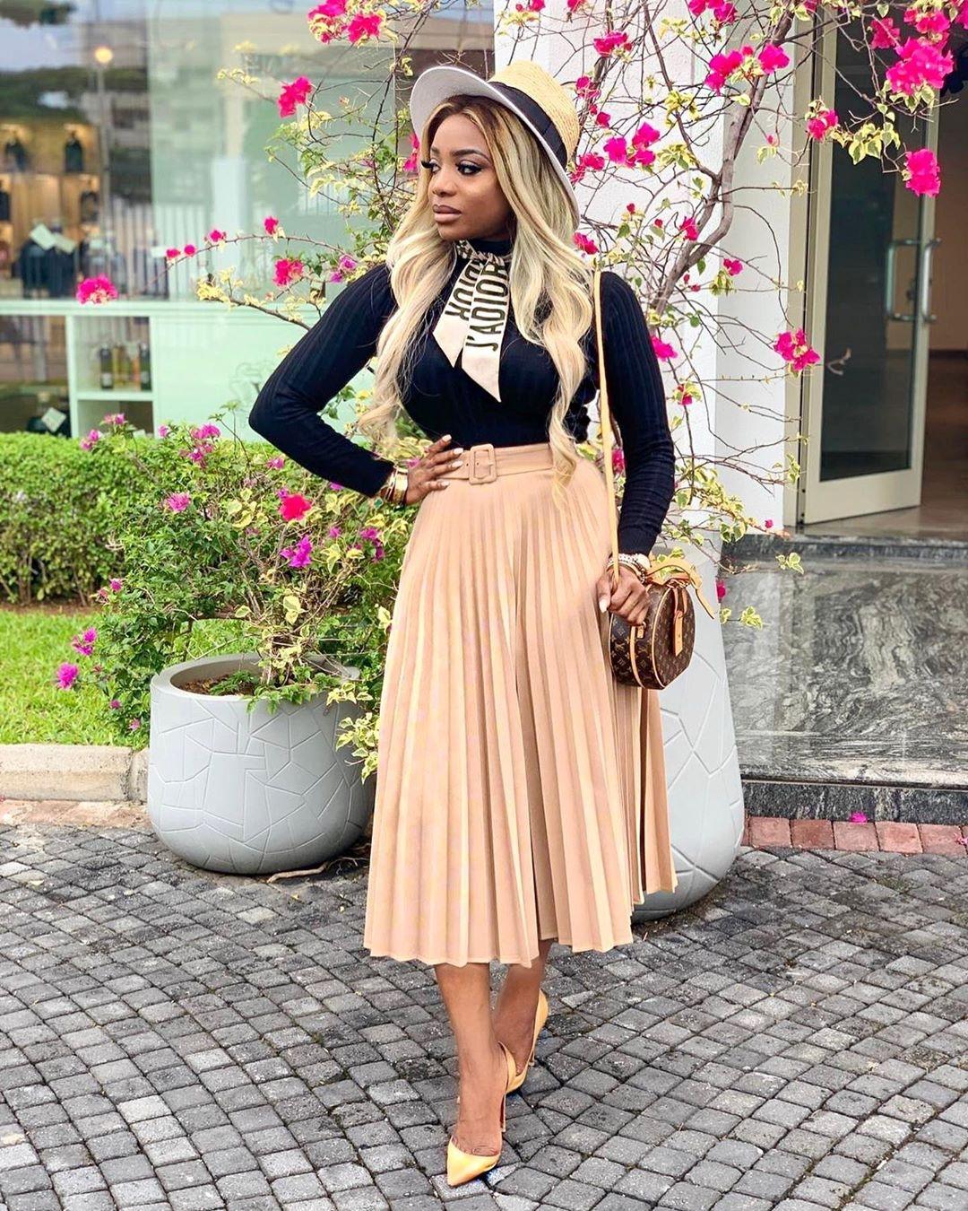Chioma Ikokwu nude pleated skirt