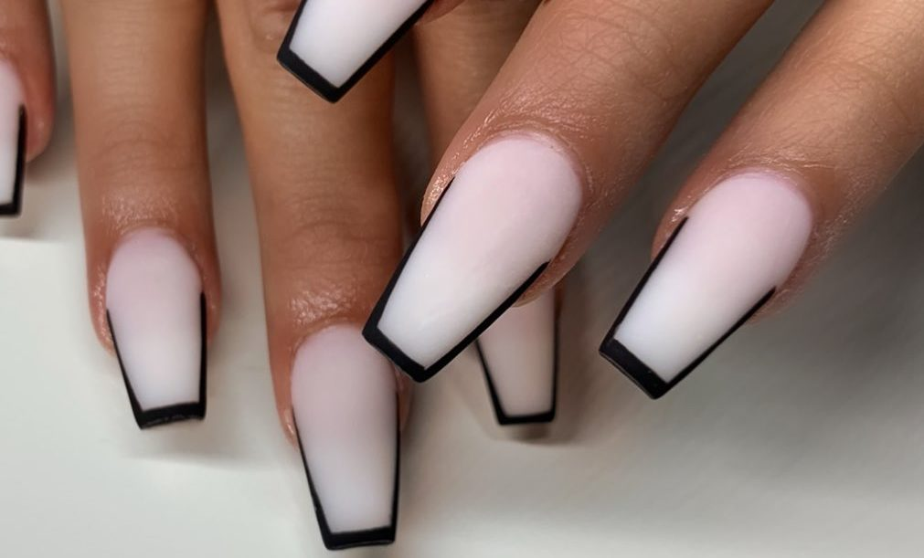 outline-nail-ideas-manicure-trend-2020