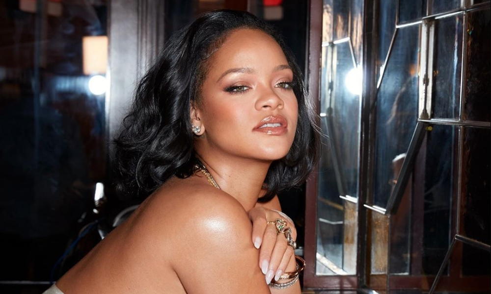 rihanna-without-no-makeup-makeup-look-2020-fenty-beauty