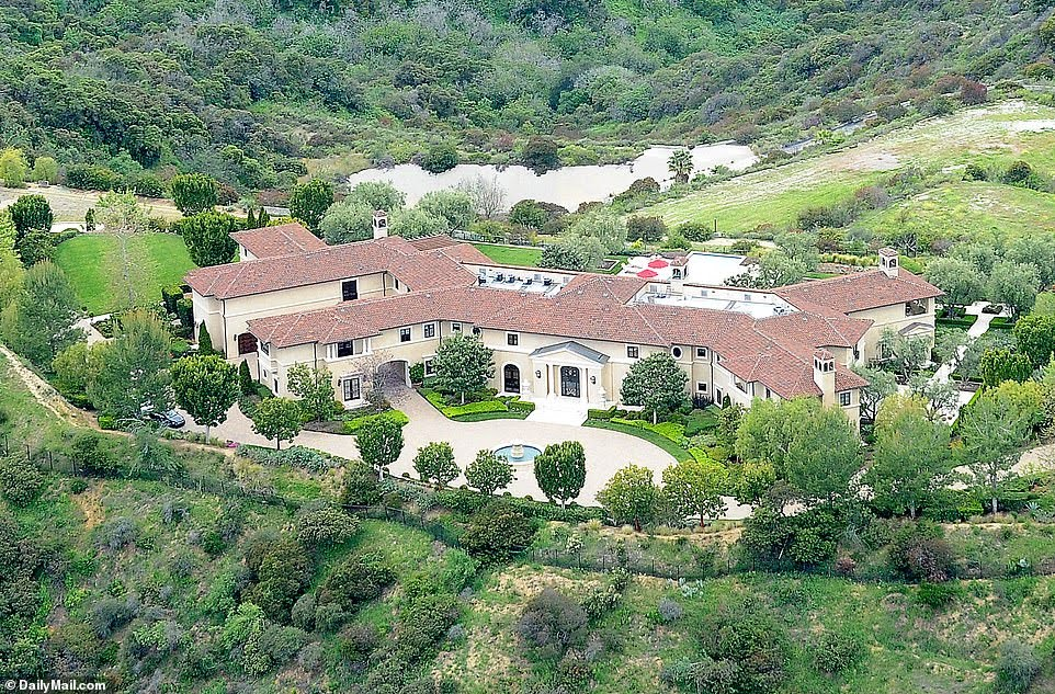 prince-harry-meghan-markle-tyler-perry-mansion-la-los-angeles-temporary-home-luxury-home-style-rave