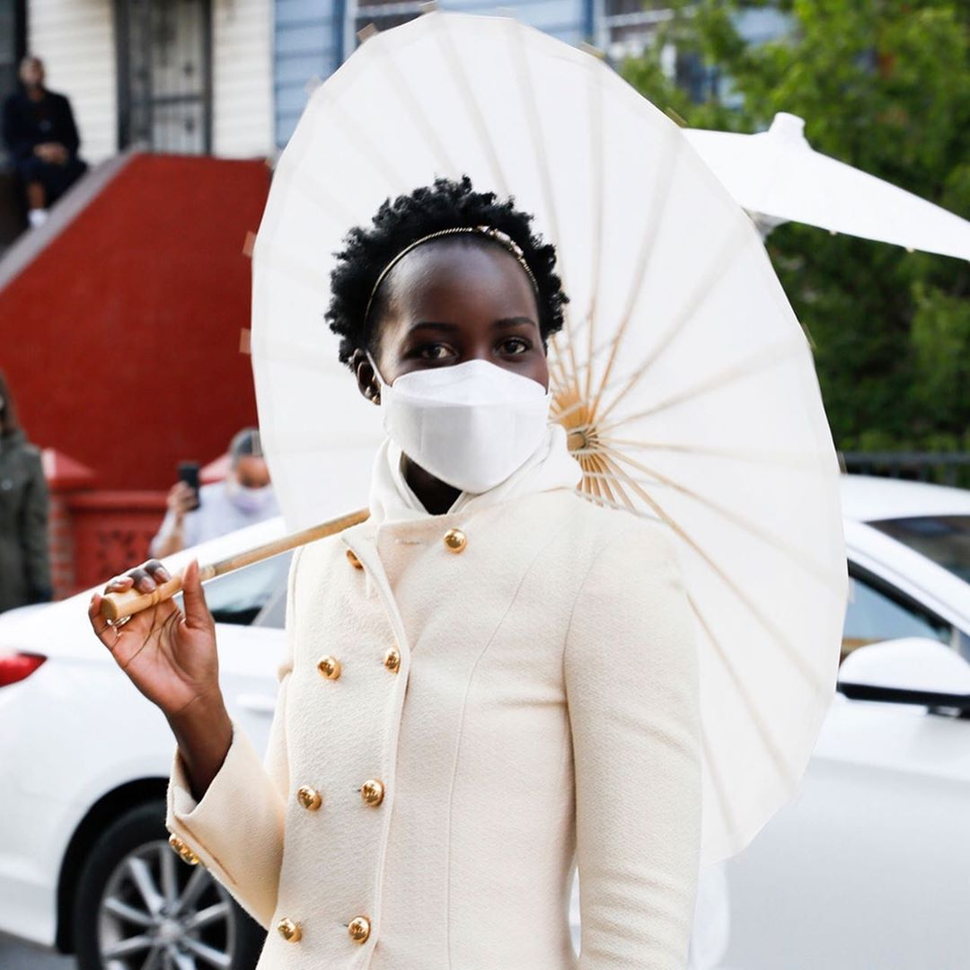 Lupita-Nyong'o-elaine-welteroth-and-jonathan-singletary-join-the-zoom-wedding-trend-on-their-brooklyn-stoop