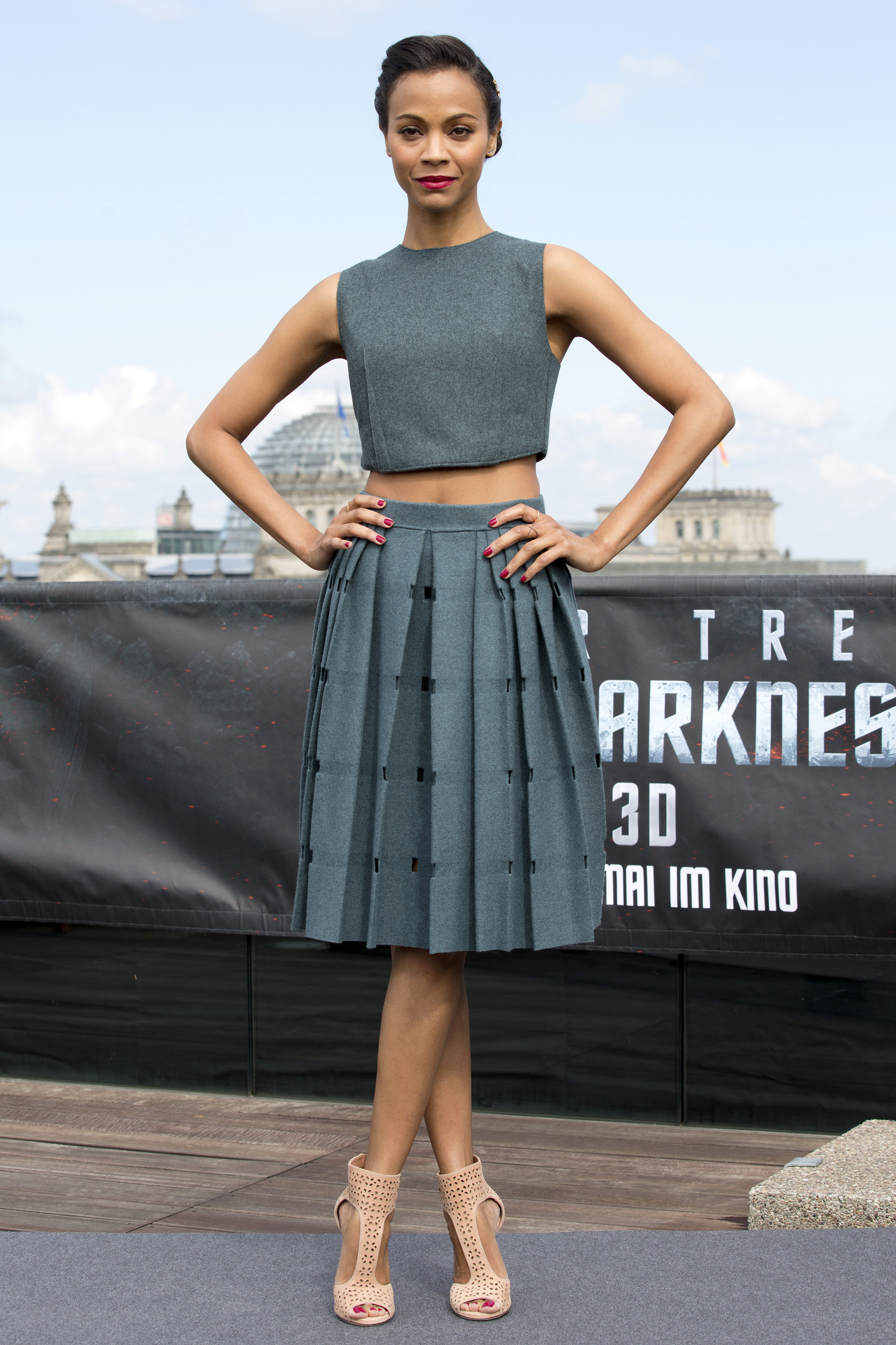 zoe-saldana-outfit-pictures-style-age