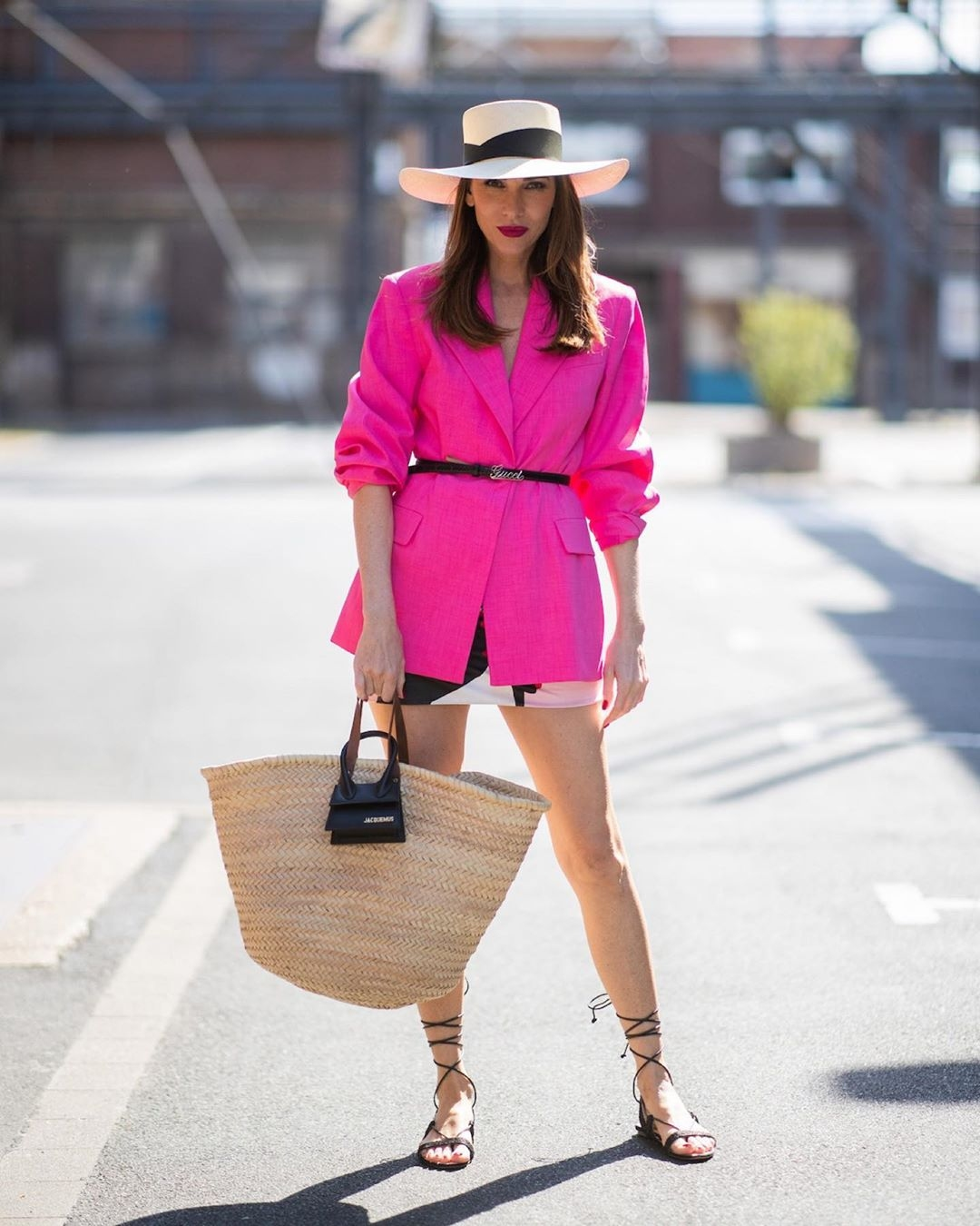 how-to-style-fuchsia-pink-blazer
