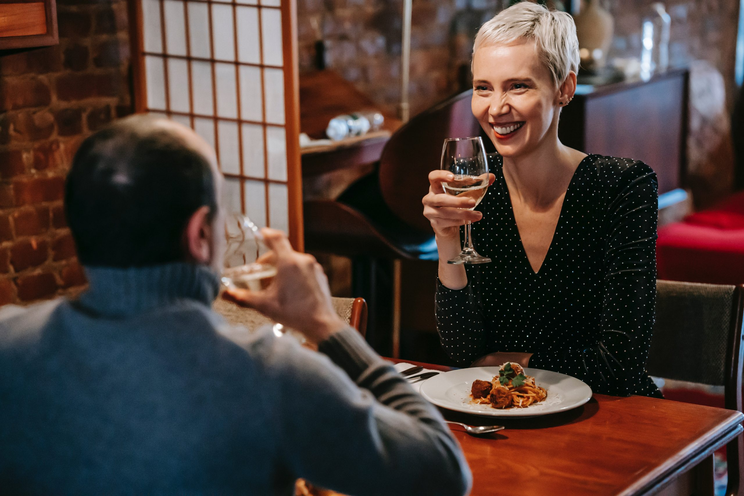 flirting-101how-to-use-body-language-to-your-advantage