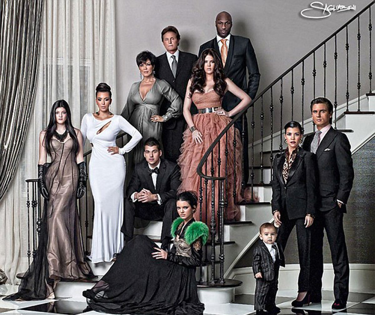 keeping-up-with-the-kardashian-jenner-clan-ended-finale-christmas-cards